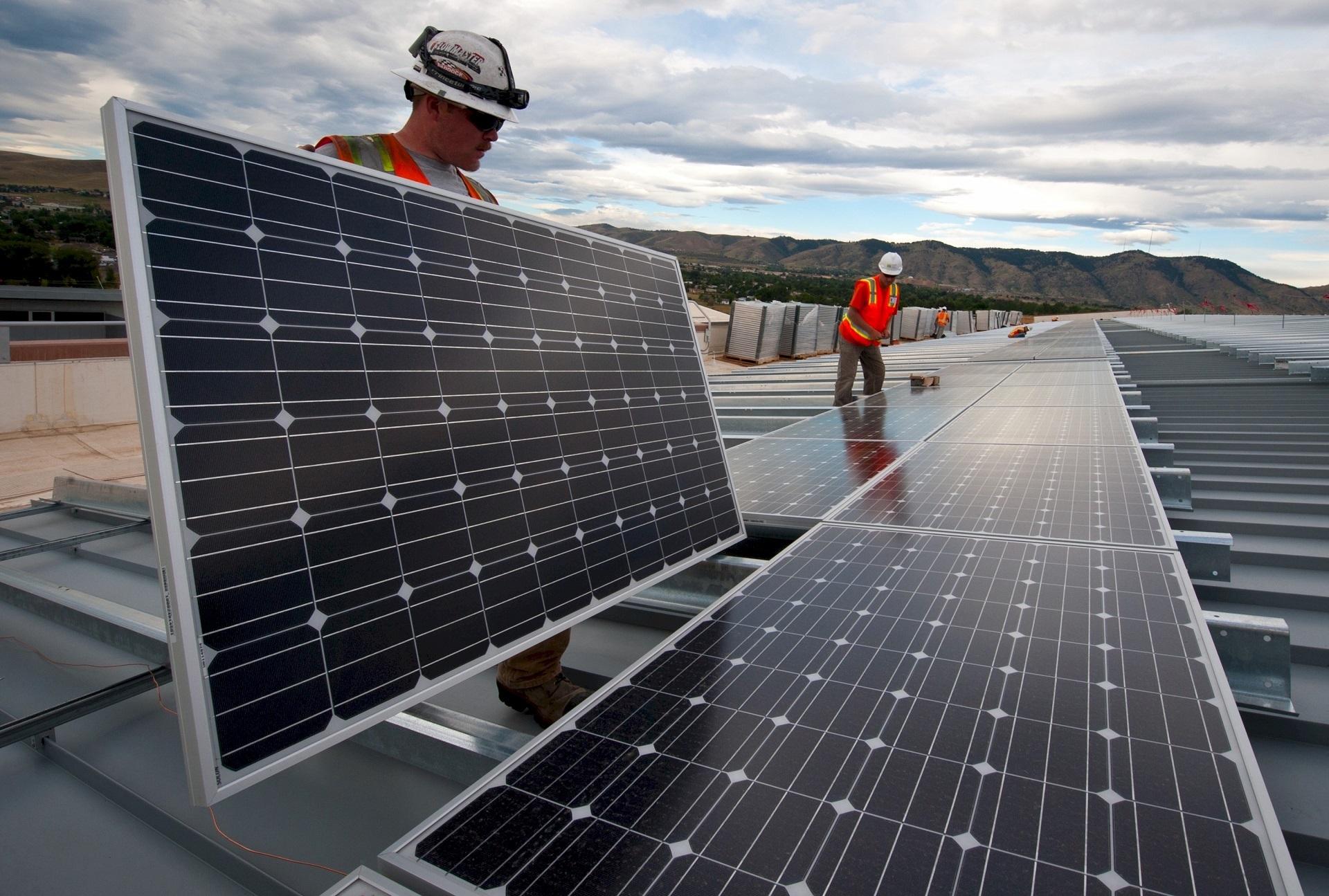 Investidores estrangeiros aguardam definições no ambiente regulatório no setor fotovoltaico